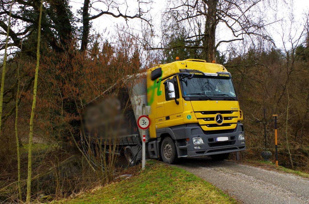 LKW Bergung Güterweg Leitner